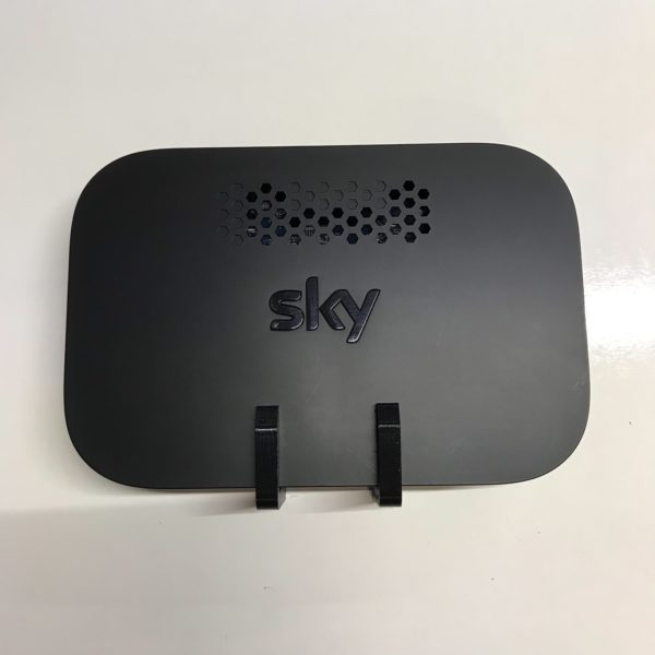 E.QMC2-W for Sky Q Hub front view